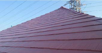 スレートの表面は塗装され雨水が染み込むことを防いでいます