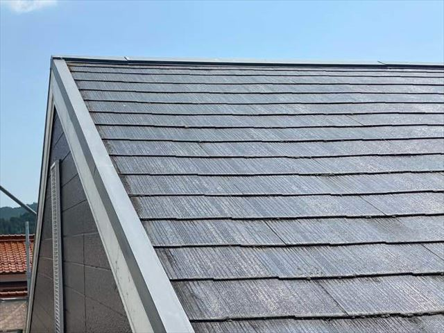 軒先の短い屋根