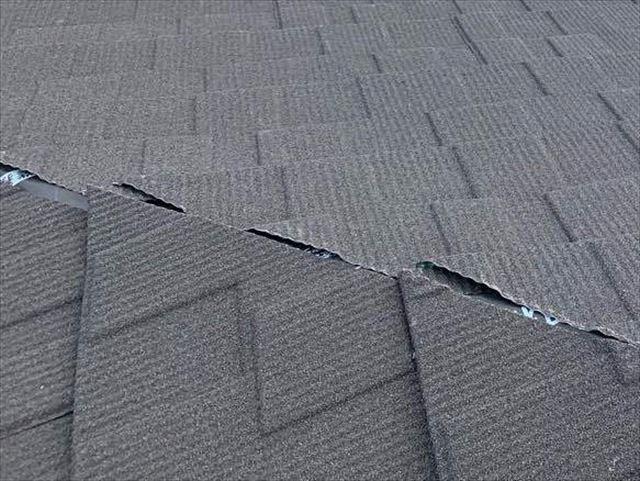 屋根の面と面がぶつかる箇所の隙間