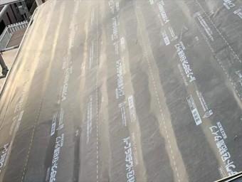 屋根に敷設した防水紙