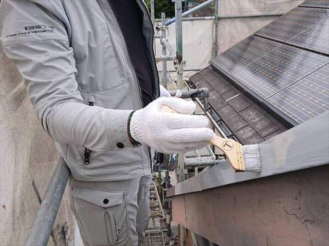 屋根の板金の下塗り