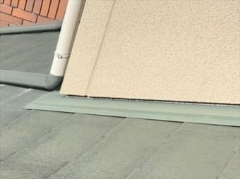 屋根と外壁の取り合い部分の水切り板金