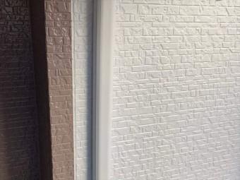 目地を境に色を分けた外壁