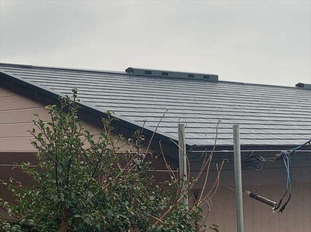 光市で屋根のカバー工法、塗膜が剥がれたスレート屋根をリフォーム