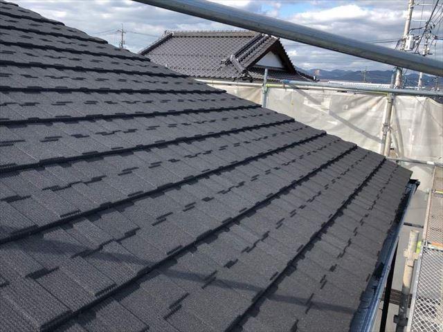 屋根カバー工法でジンカリウム鋼板を施工後の屋根