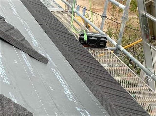 軒先に施工した屋根材
