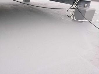 トップコートを塗り替え後のシート防水