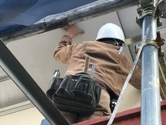 軒天の張り作業