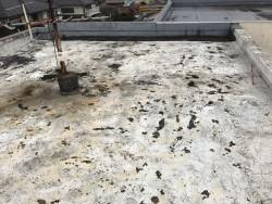 防水層の劣化した屋上
