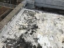 屋上の防水層の剝がれ