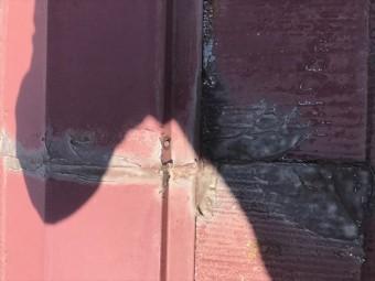 スレート屋根の棟板金のコーキング