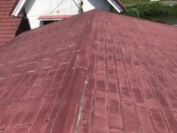 全体的に色褪せたスレート屋根