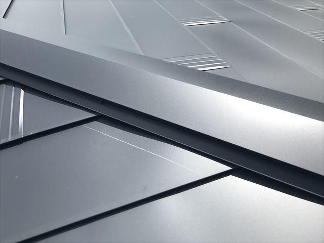 ガルバリウム鋼板の棟板金