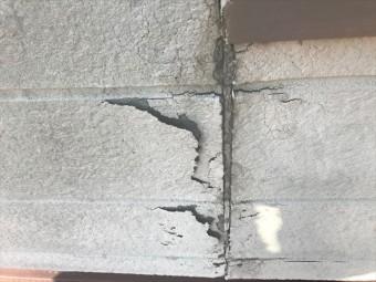 ベランダ部分の外壁の剥がれ