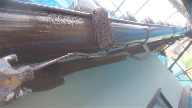 周南市で雨樋と破風板、庇(霧除け)などの附帯部を塗装により補修