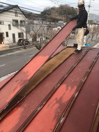 瓦棒屋根の撤去作業