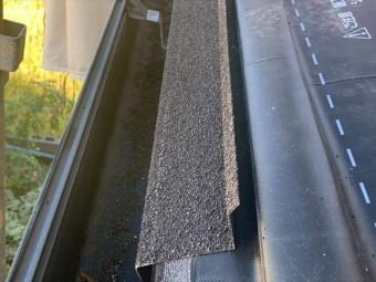 屋根カバー工法で軒先スターターの取付け
