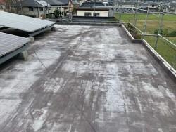 色褪せたシート防水の屋上