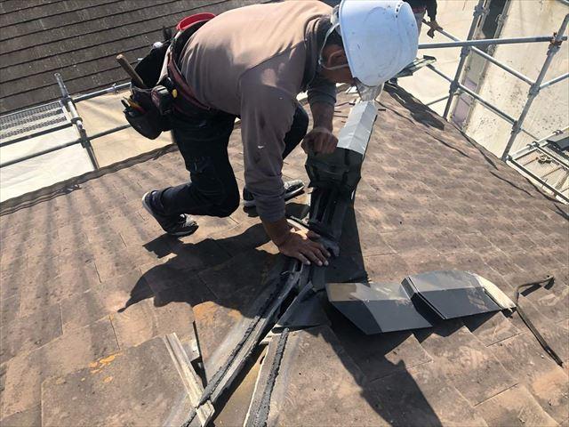 セメント瓦の棟板金を撤去