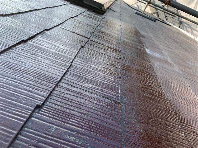 下塗り後のスレート屋根