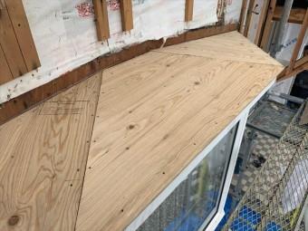 板金を撤去した出窓屋根