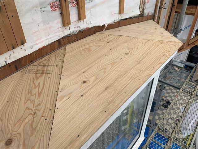 周南市で雨漏りの可能性がある出窓屋根の板金を張り替え