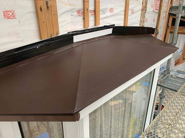板金を張った出窓屋根