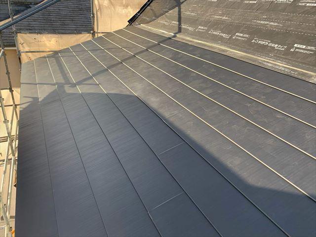 ガルバリウム屋根の施工