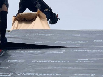 防水シート(ルーフィング)の敷設