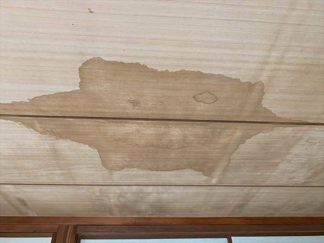周南市にて屋根からの雨漏りが原因で傷んだ天井のリフォーム
