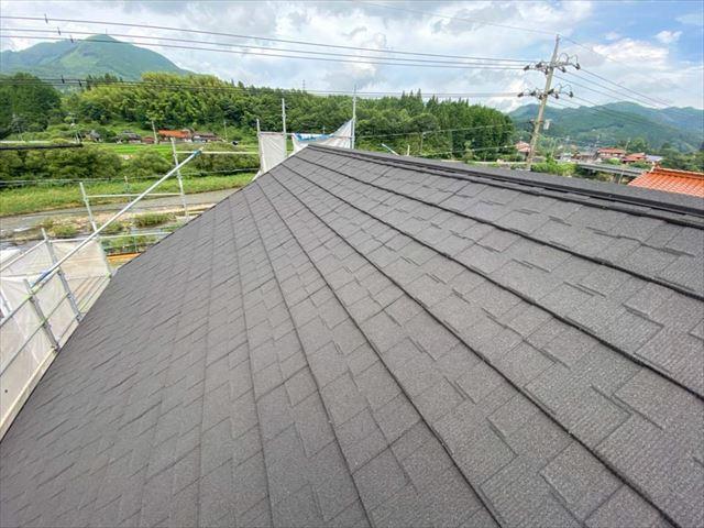 屋根カバー工法を行った屋根