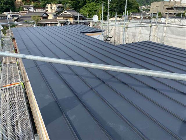 ガルバリウム鋼板の屋根材の施工