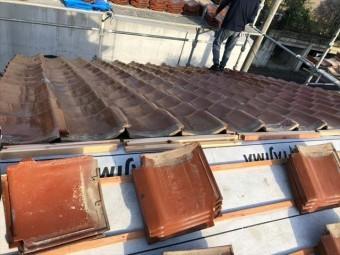 屋根葺き直しで瓦の施工