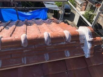 銅線を取りまとめる前の棟瓦