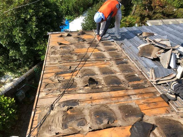 既存の屋根の撤去作業