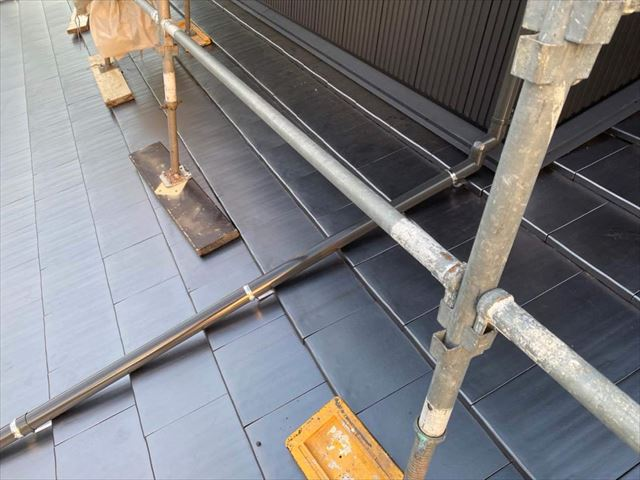 屋根葺き替えと外壁カバー工事後の取り合い部分