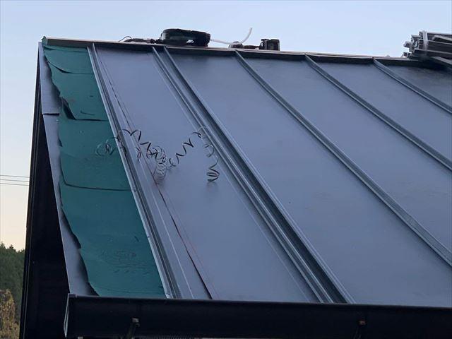ガルバリウム鋼板を立平葺きで施工