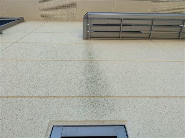 外壁の雨筋汚れ