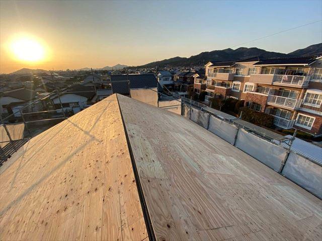 屋根カバー工法で野地板の増し張り