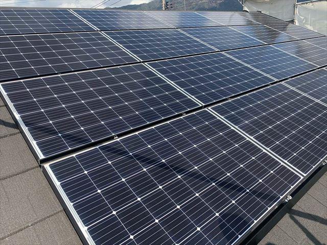 屋根に設置している太陽光パネル