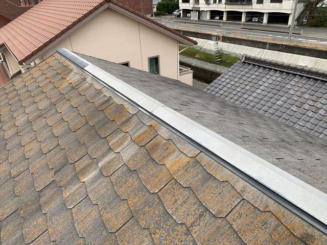 苔の発生した化粧スレート屋根