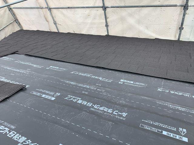 屋根カバー工法で金属屋根材の施工