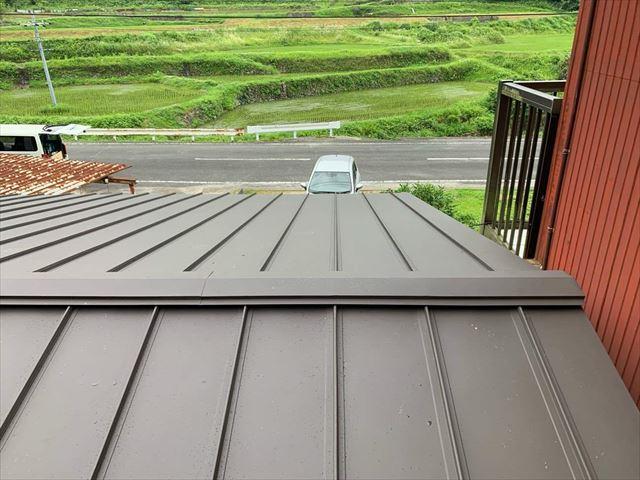 金属屋根の棟板金
