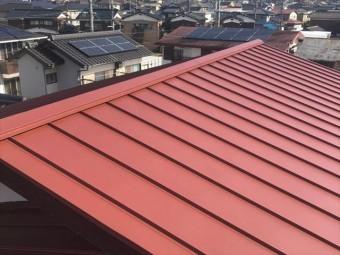 金属屋根材で屋根葺き替えを施工した屋根