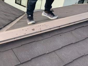スレート屋根の棟板金