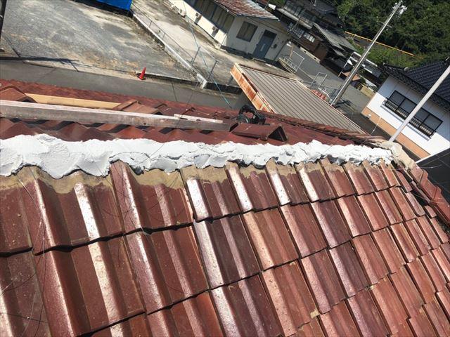 周南市で棟瓦の落下と漆喰の劣化を棟瓦の取り直し工事による屋根修理