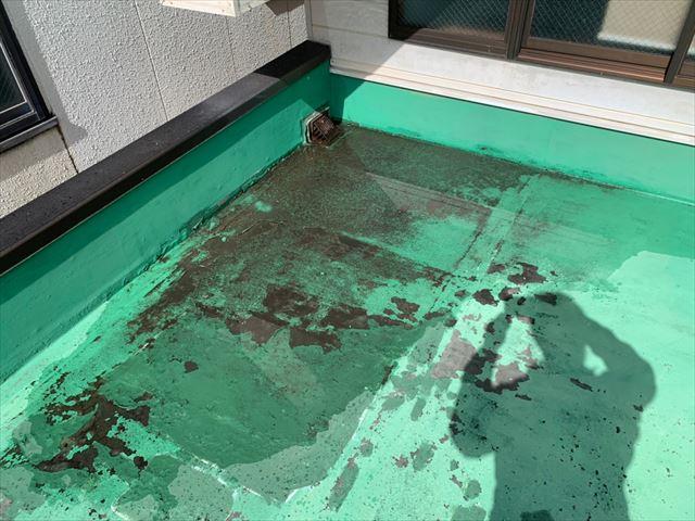 劣化した防水シート