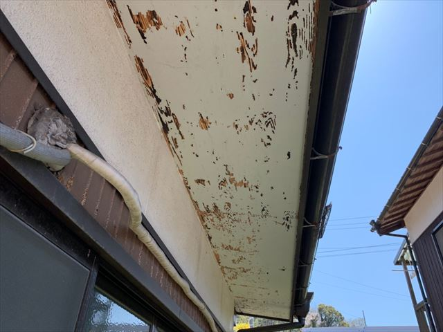 軒天の塗膜剥離