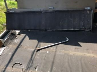 瓦棒葺きのトタン屋根の撤去