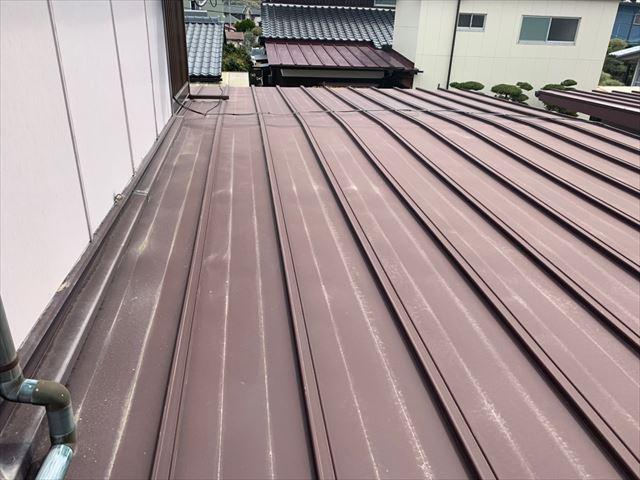 瓦棒葺きのトタン屋根
